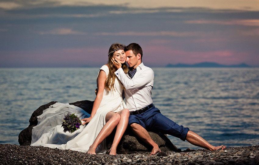 Φωτογράφιση Γάμου Σε Παραλία Σαντορίνης